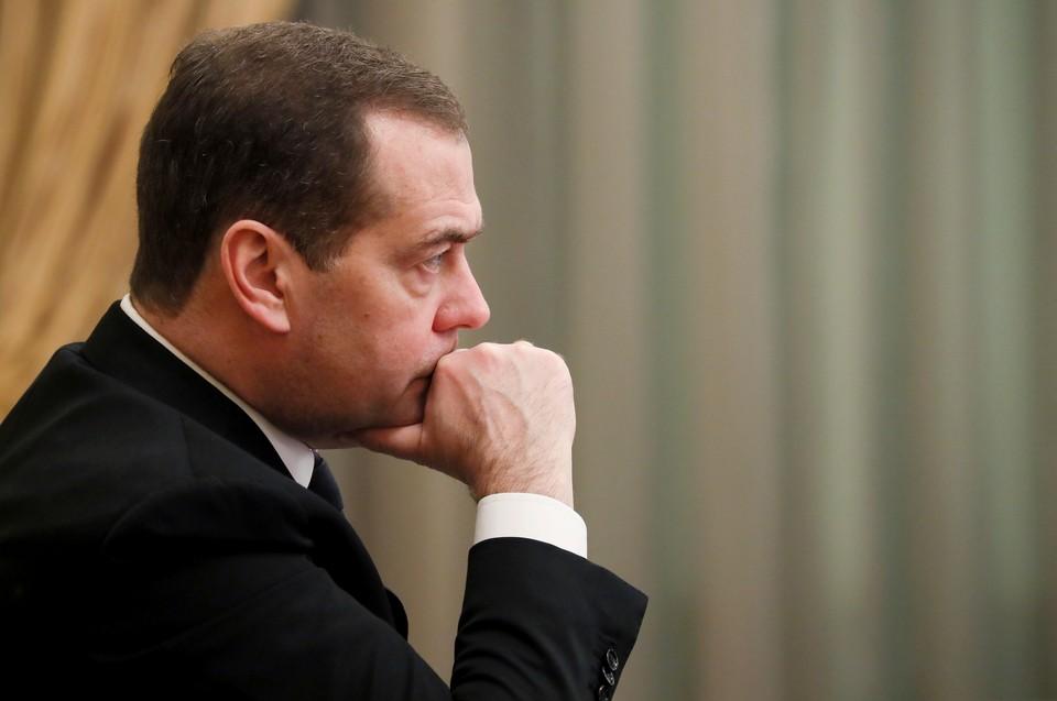 Премьер-министр России Дмитрий Медведев на заседании правительства страны.