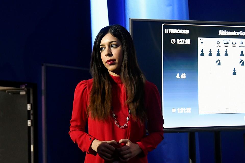 Главный судья матча на первенство мира по шахматам среди женщин Шоре Байат из Ирана не стала покрывать голову платком во время обслуживания первой партии во Владивостоке. Теперь на родине ей грозит уголовное преследование
