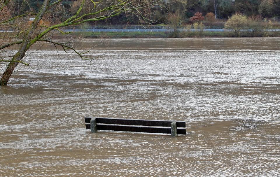 Из-за сильных дождей в Западной Европе река Мозель в Германии вышла из берегов и затопила город Виннинг.