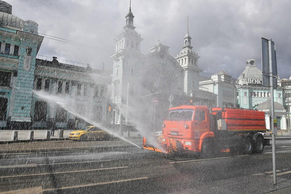 В Москве провели вторую масштабную дезинфекцию улиц для борьбы с коронавирусом