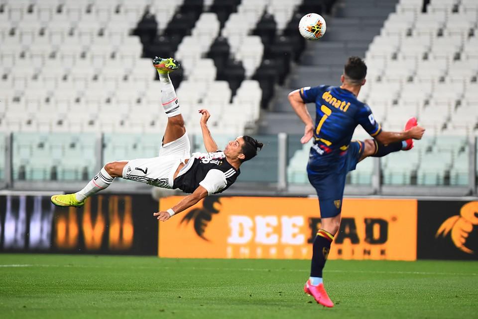 В матче 29-го тура чемпионата Италии «Ювентус» разгромил «Лечче» со счётом 4:0