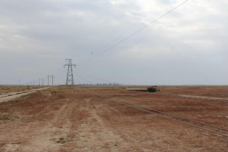 Энергетическая блокада Крыма оказалась профанацией. Фото: Facebook\Блокада Криму/Правий сектор
