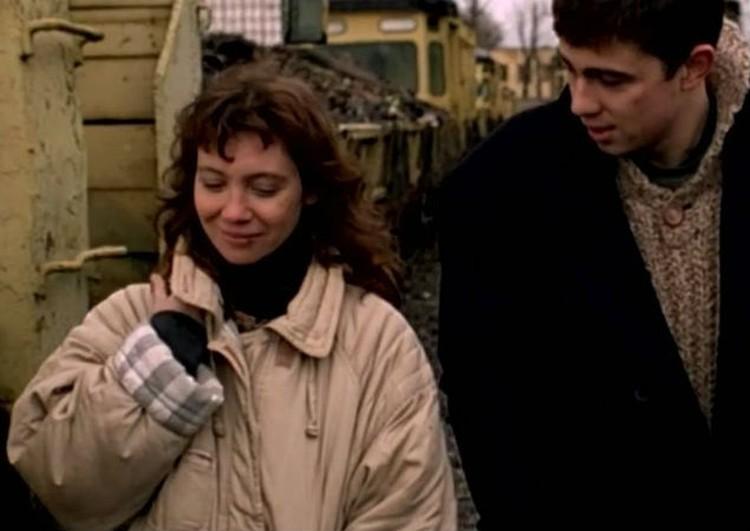 """В девяностых пуховики были очень популярны. Это моду запечатлел культовый """"Брат"""". Фото: кадр из фильма"""