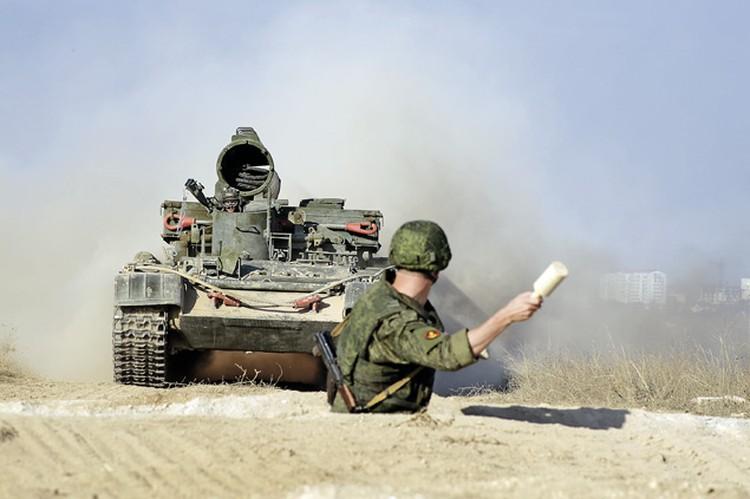 Пропустить танк над собой и спокойно бросить гранату- это не для слабонервных американцев. Фото: Семен СМОРОДИН