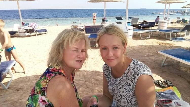 Светлана Дудочкина (на фото слева) вместе с дочкой Еленой. Фото: соцсети