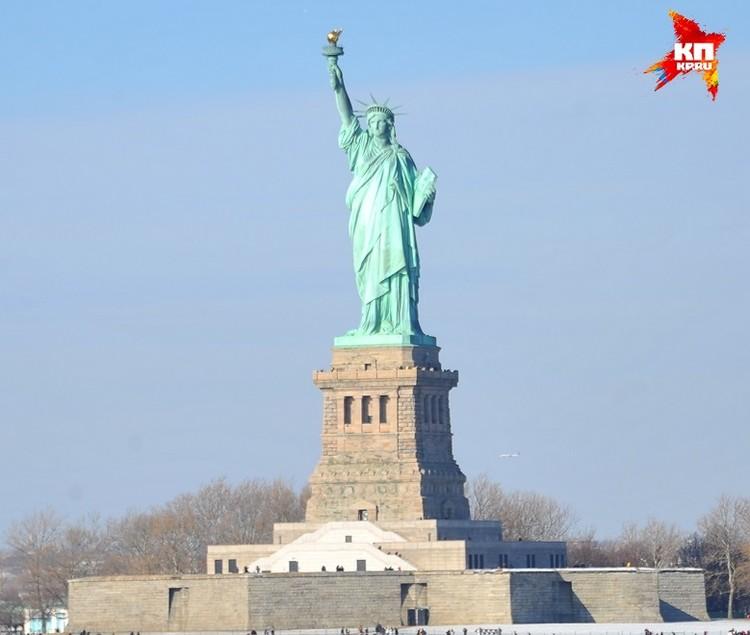Американцы диву давались, как Статуя Свободы блестит на солнце. Но блестела она временно. Вскоре уральская медь окислилась, и монумент получил свой знаменитый зеленоватый оттенок