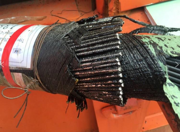 Толстый бронированный силовой кабель энергомоста.  Фото: Керч ФМ