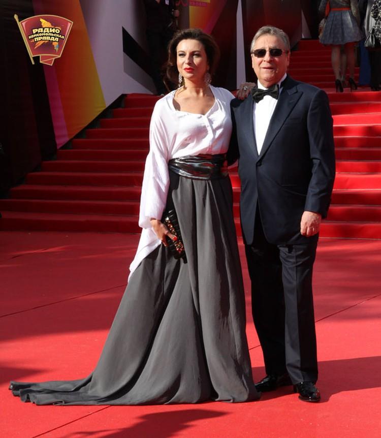 Геннадий Хазанов с дочерью актрисой Алисой Хазановой на красной ковровой дорожке Московского кинофестиваля.