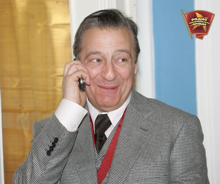 Геннадий Хазанов сегодня целый день принимает поздравления.