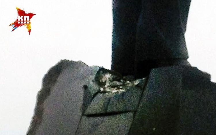 Гранитный Ильич получил незначительные повреждения.