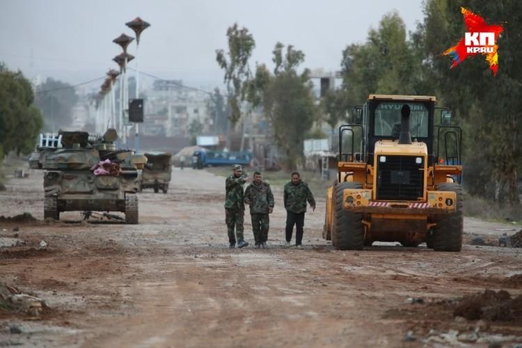 Городок, стоящий на старой дороге Дераа-Дамаск, разрушен процентов на 30 и на 100 процентов имеет «печати войны».