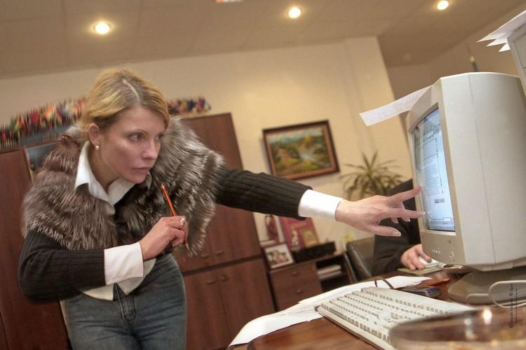 Юлия на посту премьер-министра Украины. Коса временно исчезла. Фото: EAST NEWS.