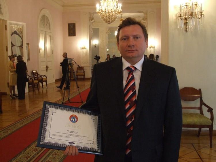 Валерий Бевзюк подарил жене путевку на юбилей, а сам не смог полететь. Фото: официальный сайт администрации Азовского района