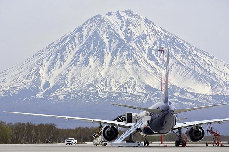Петропавловск-Камчатский. Вид на Корякский вулкан из аэропорта города. Фото: Александр Петров/ТАСС