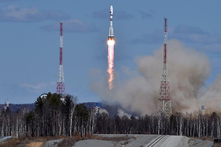 Ракета «Союз 2.1а» выводит на орбиту три российских спутника