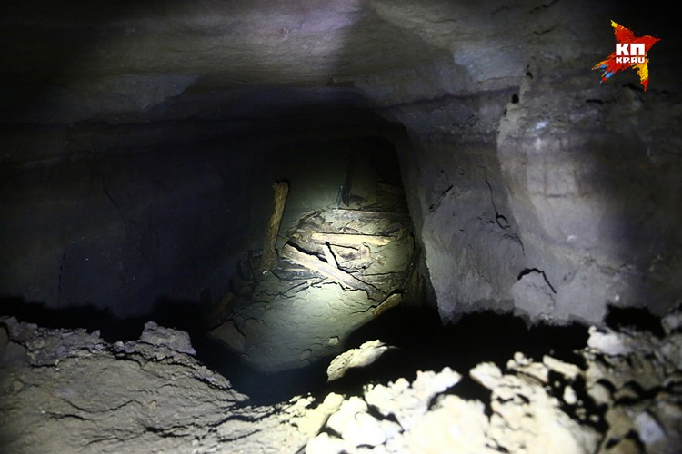 У романистов есть излюбленный штамп «из подземелья пахнуло могильной сыростью». Из этого подземелья не пахло ничем