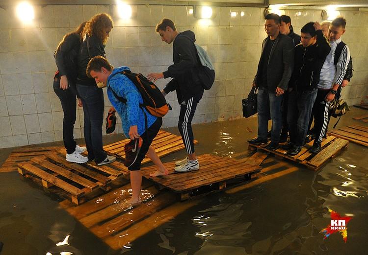 На станции «Савеловская» затопило подземный переход