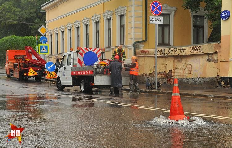 На 13.00 понедельника, 15 августа, в диспетчерскую «Мосводостока» поступило 257 жалоб на подтопления