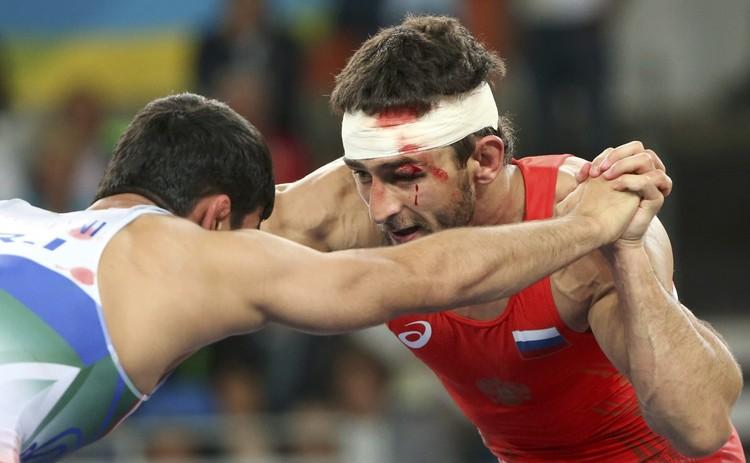 Россиянин выступал с травмой в финале.
