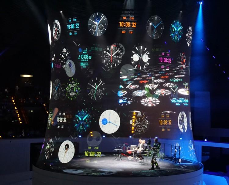 Презентацию часов Samsung оформил в инновационно-футуристическом стиле