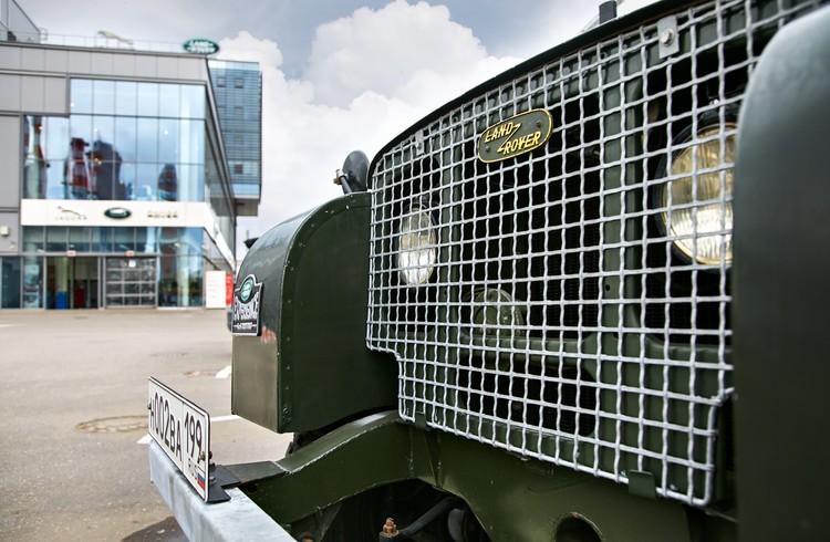 Покрывались машины самолетной зеленой защитной краской, которая так же скопилась на складах
