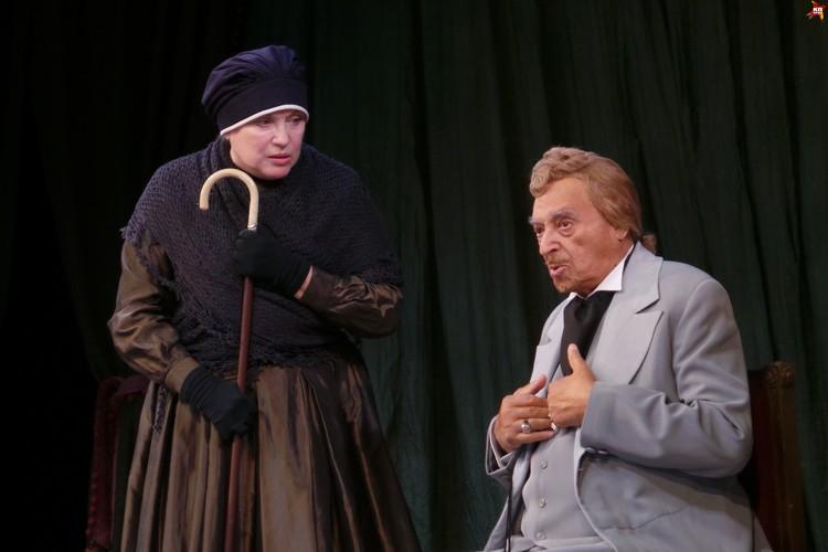 Легендарный артист почти три с половиной часа не уходил со сцены, меняя костюмы и парики