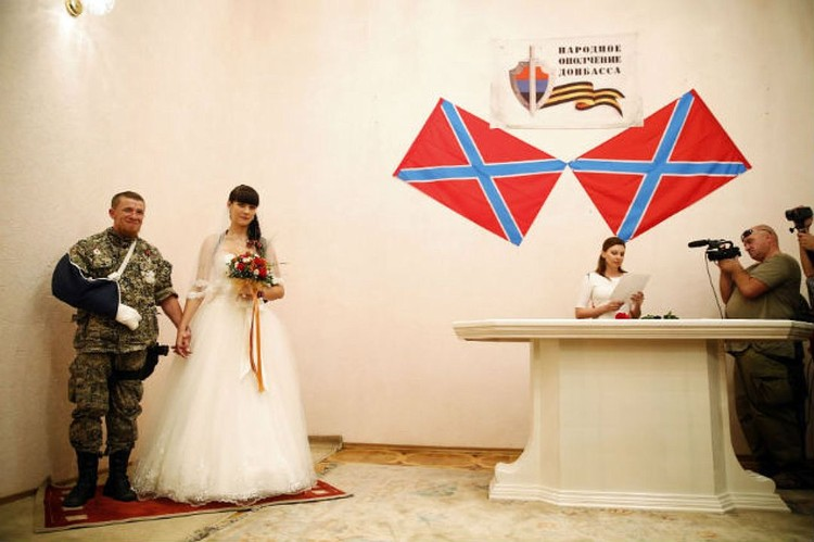 Два года назад ополченец женился.