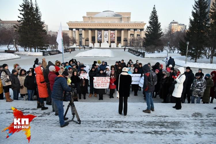Общественники устраивали пикеты и митинги, добиваясь сначала ареста убийце, потом переквалификации дела на более тяжкую статью УК.