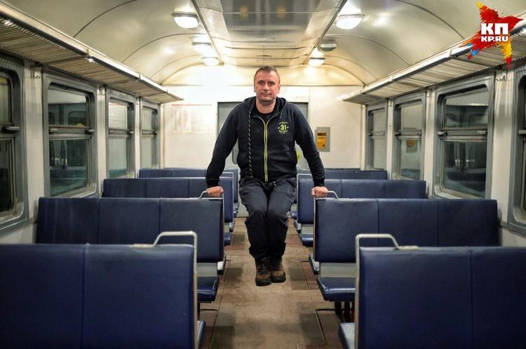 Владимир Ворсобин в поезде.