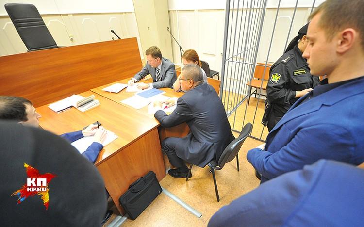 Министр экономического развития РФ Алексей Улюкаев в помещении Басманного суда.