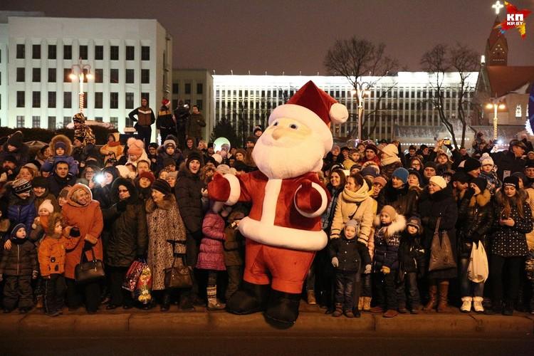 Традиционный Парад Дедов Морозов стартовал от площади Независимости