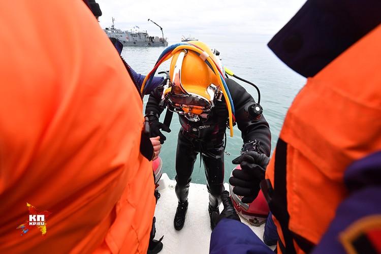 Со дня катастрофы Ту-154 на месте его падения в Черном море не переставая работают спасатели