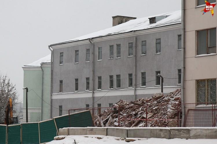 Начался снос корпуса 2-й городской больницы