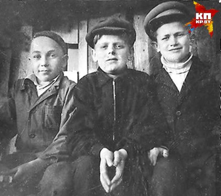 Юный Стась и попал в мужскую школу после того, как мама-учительница перевела его туда из 19-й белорусской, где работала сама, - чтобы ее репутация не страдала... Фото: личный архив.