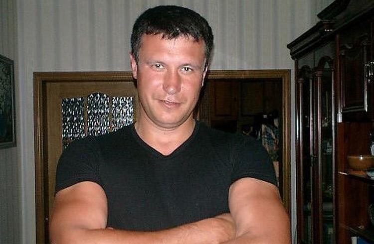 Охранник Тихонкова - Валерий Домаев. По словам Анны, он выполнял все приказы её бывшего мужа - когда и с кем она может общаться.