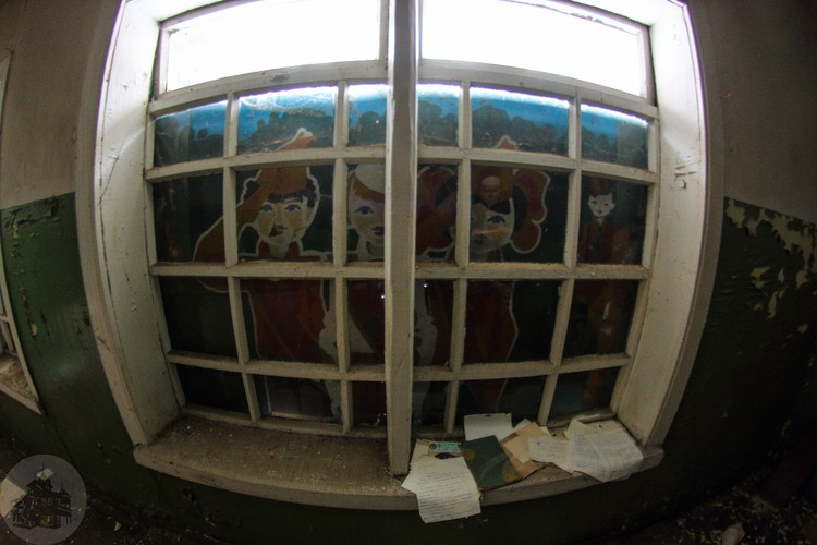Окно корпуса. Фото: Дмитрий Солодянкин
