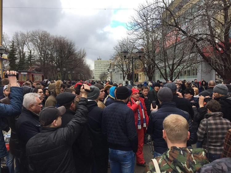 Митинг против Алексея Навального и его команды.