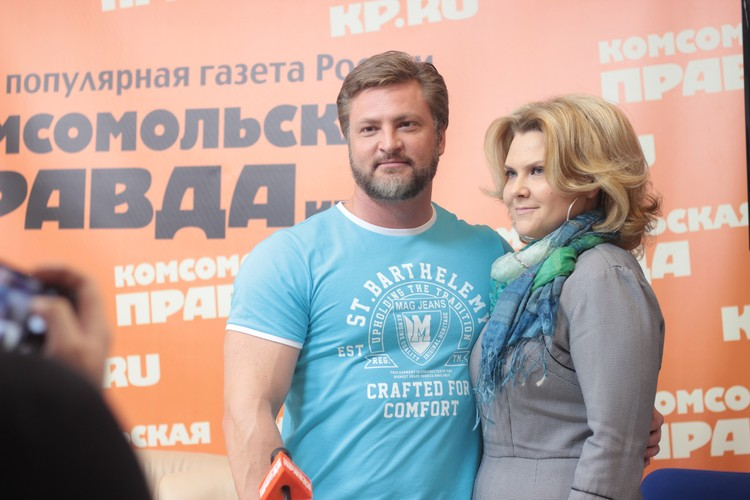 Сергей Кардаков с супругой. Фото: Варвара ПЛЫНОВА