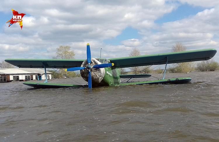 Аэродром ДОСААФ в буквальном смысле ушел под воду. ФОТО Виталий КОРОЛЕВ