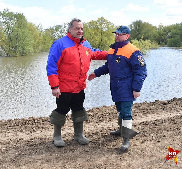 Глава МЧС России Владимир Пучков и губернатор Тюменской области Владимир Якушев
