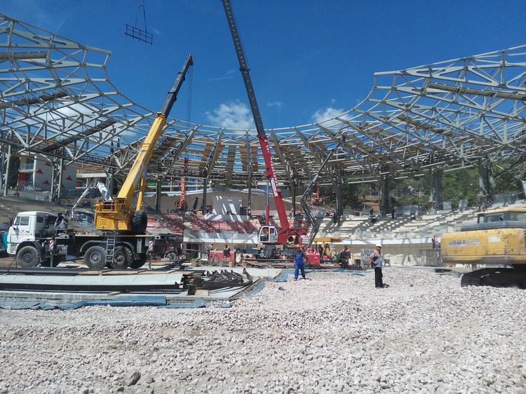 """""""Артек Арена"""". Стройка идет полным ходом. 16 июня объект планируют сдать в эксплуатацию."""