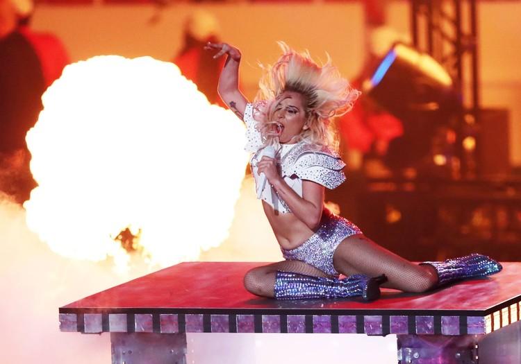 """В Киеве должна была выступить сама Леди Гага. Но организаторы """"не потянули"""" райдер певицы."""