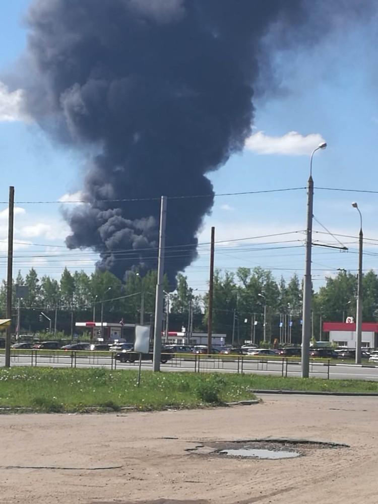 Новые столбы дыма в Ярославле. Фото: Дмитрий Кучер.