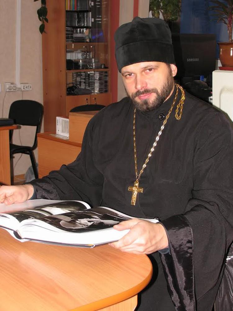 Отец Александр Косов сказал, что кулич и есть кулич - и развалил все дело. Фото: пресс-служба ГУФСИН (Красноярск)