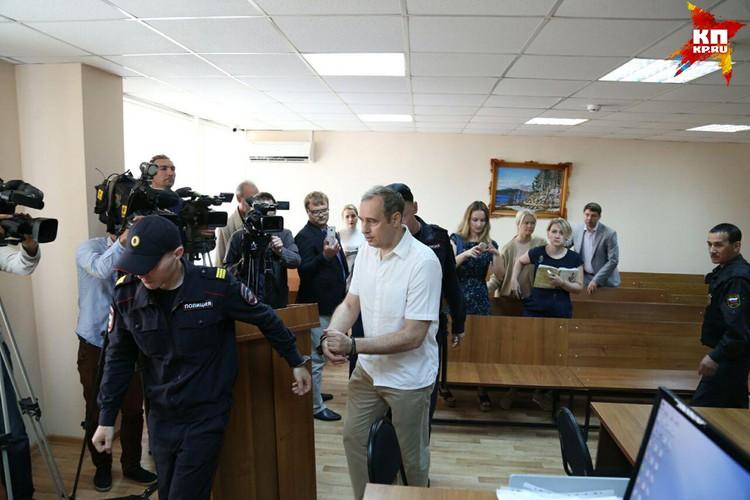 Вячеслава Истомина взяли под стражу в зале суда.