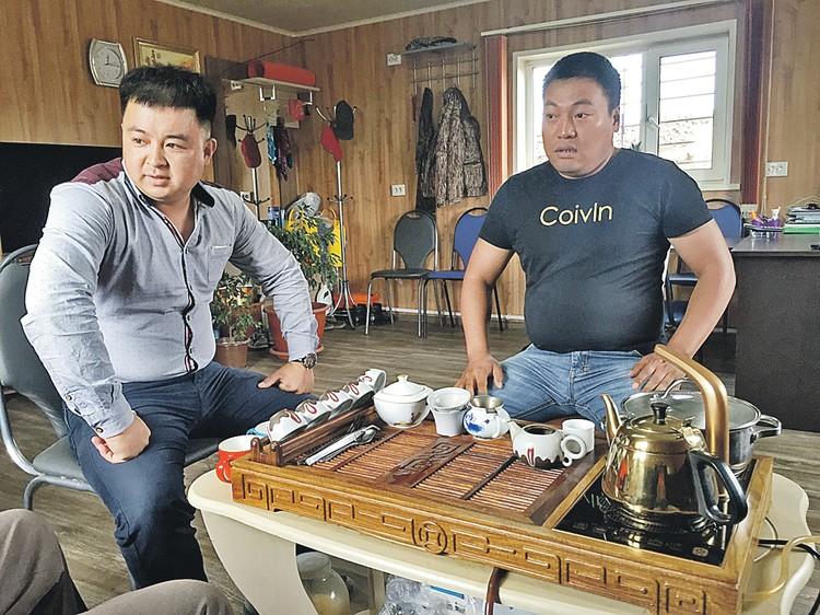 Эти китайские хозяева канских лесопилок знают русский язык, «Комсомольскую правду» и то, как выживать бизнесу из Поднебесной в сибирской тайге...