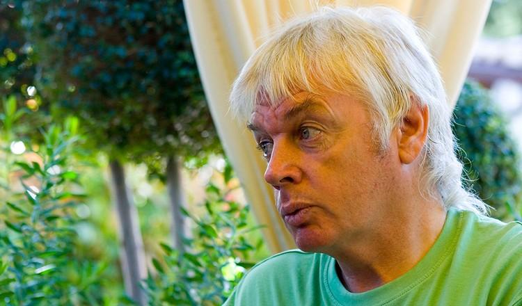 Дэвид Айк, автор популярной теории «мирового заговора змеелюдей»