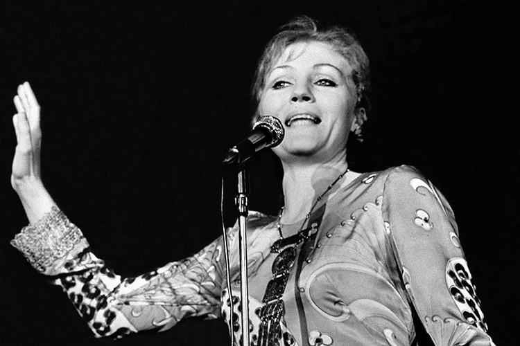 Анна Герман во время выступления, 1971 год. ФОТО ЦАФ-ТАСС
