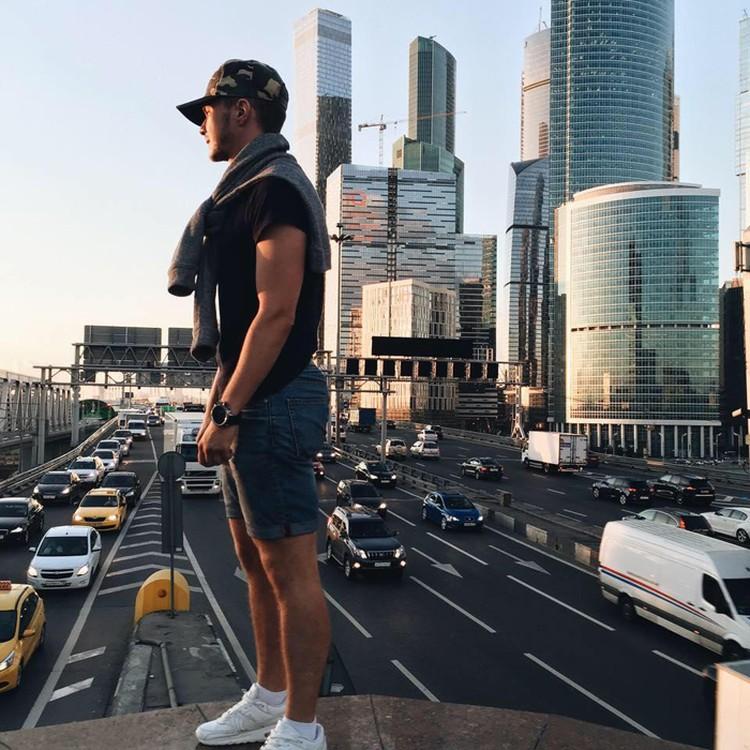 Два года назад Станислав решил делать карьеру в Москве