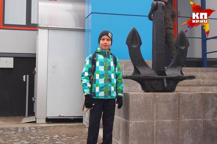Отец Александра Красикова полагает, что в Нахимовка укрепит сугубо мужские качества его маленького сына.